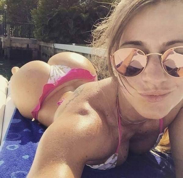 Nackte Chatgirls sind einfach nur live vor der Webcam